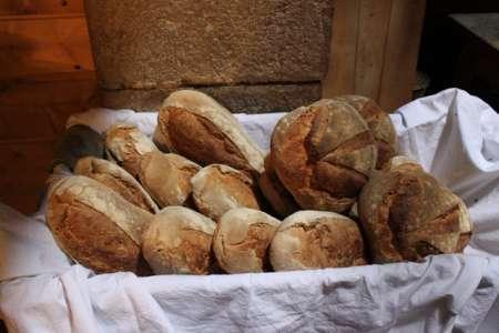 Commande de pain cuit dans le four a bois